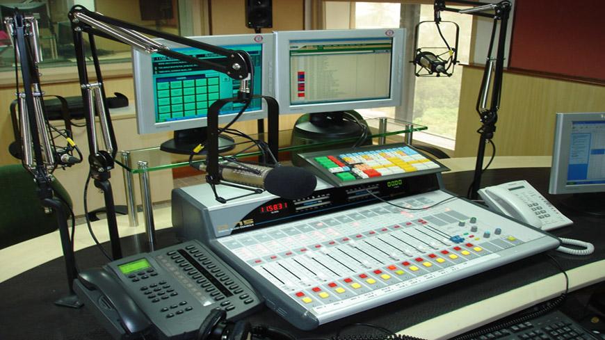 मुंबई में रेडियो सिटी के लिए एयर स्टूडियो पर