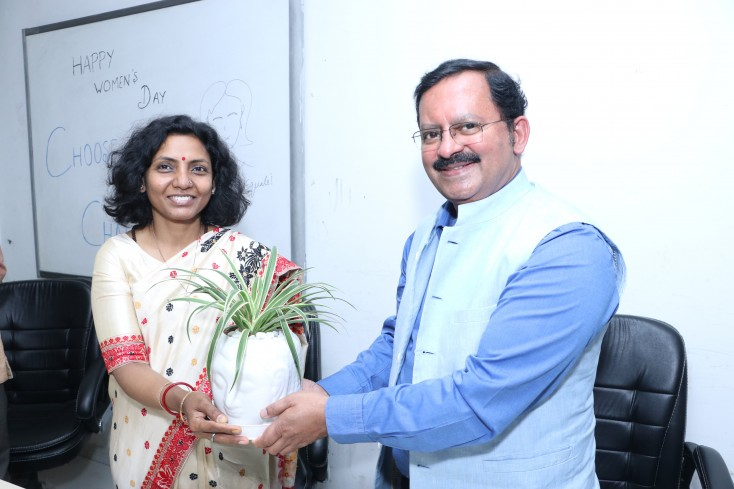 BECIL CMD with Chief Guest, Mrs Neeti Sarkar,Financial Advisor – Northern Railway Construction Organisation